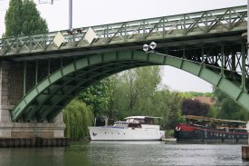 image-10 Chatou Bridge with barge